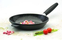 Зачем раскалять сковороду при жарке мяса?