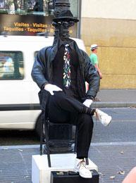 Как выглядит памятник человеку - невидимке?