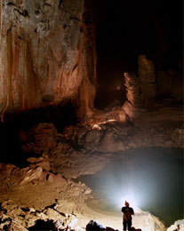 Где находится самая крупная пещера в мире?