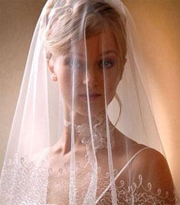 Зачем невесты надевают фату?