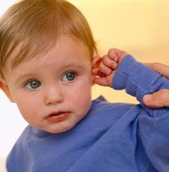 Почему у ребенка чешутся ушки?