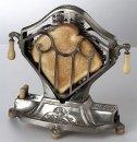 Есть ли связь между тостом (поджаренным хлебом) и тостом-застольной речью?