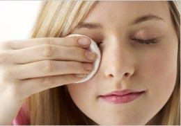 Как правильно снять макияж?