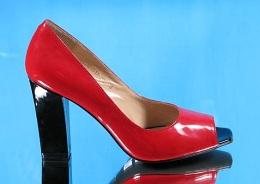 Как ухаживать за лакированной обувью?