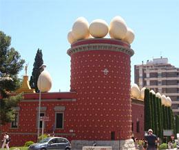 Чем знаменит Театр-музей Сальвадора Дали?