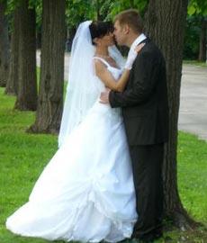 Почему невесты предпочитают одевать на свадьбу платье белого цвета?