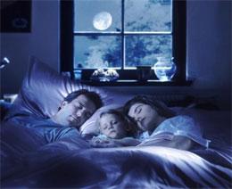 Как приучить ребенка спать в своей кроватке?