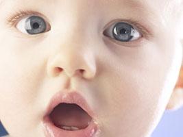 Как правильно закапать глаза ребенку?