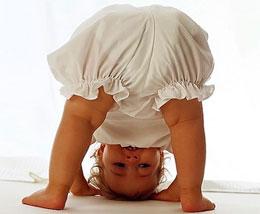 Как помочь малышу сделать первый шаг?
