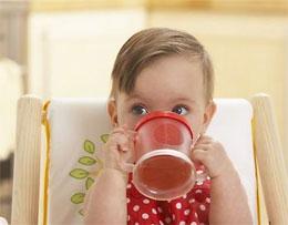 Как приготовить сок для  маленького ребенка?