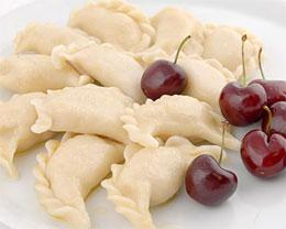 Как приготовить вареники с вишней?