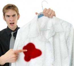 Как вывести  пятна крови с одежды?