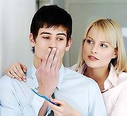 Какие причины  появления плохого запаха изо рта?
