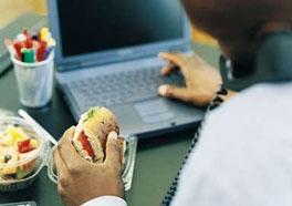 Вредно ли есть перед компьютером?