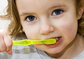 Как заинтересовать ребёнка чисткой зубов?