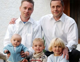 Как живётся детям в семьях с однополыми родителями?