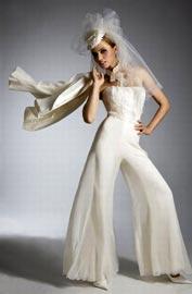 Как подобрать свадебный брючный костюм?