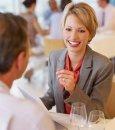 Обеденный этикет для деловой женщины: каких ошибок нельзя допустить?