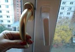 Как украсить пластиковые окна?