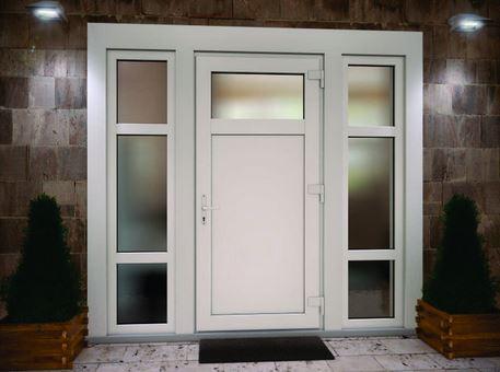 Могут ли быть надежными входные пластиковые двери?